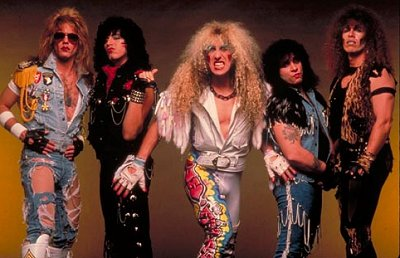 Twisted Sister – Don't Let Me Down (Live)